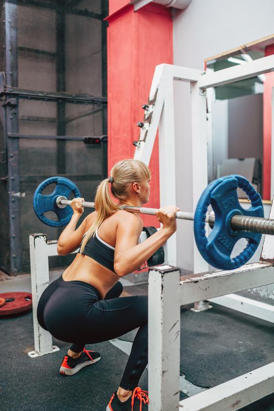 allenamento donna glutei squat