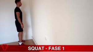 esecuzione squat muro