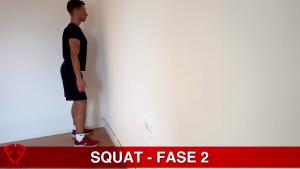 impara lo squat con un muro